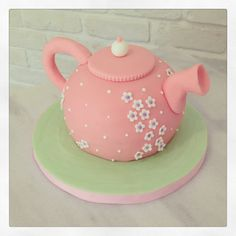 Teapot cake Teapot Cake, Cake Decorations, Pretty Cakes, Mini Cakes, Love People, Teapots, Tea Time, Tea Party, Sweet Treats