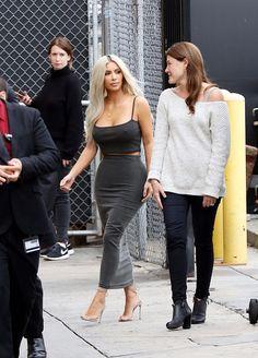 Kim Kardashian 11/02/17 Kim K Style, Mode Style, Her Style, Kendall And Kourtney, Kim And Kylie, Kim Kardashian, Kardashian Family, Casual Night Out, Jenner Style