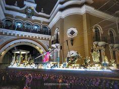 De cuando la procesión de Jesús de la Justicia pasó por el Arco de Correos. #recuerdosdelcucurucho  #UnaCuaresmaDiferente #cucuruchoenguatemalafotografia holly week semana santa guatemala cuaresma procesiones adorno incienso corozo tradiciones