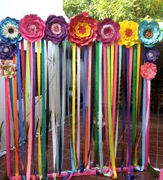 Rainbow flowers backdrop for outdoor or indoor party using crepe paper streamers and paper flowers. Diy And Crafts, Arts And Crafts, Paper Crafts, Photobooth Background, Mexican Fiesta Party, Mexican Birthday, 2nd Birthday Parties, Giant Paper Flowers, First Birthdays