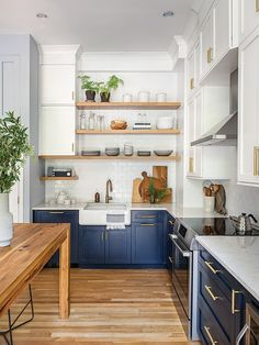 Two-Tone Cabinets and an Open Wood Island in a Sunny Kitchen Home Interior, Interior Design Kitchen, Kitchen Designs, Home Decor Kitchen, Home Kitchens, Brown Cabinets, Navy Kitchen Cabinets, Compact Kitchen, Transitional Kitchen