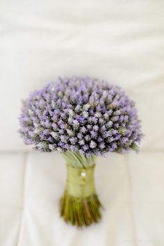 Bouquet de lavanda super delicado. Tem a cara de um casamento de dia ou no campo. Foto: Rejane Wolff