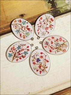 植物押花頸鏈 Pressed Flower Pendant / Botanic Art - Present Present   Pinkoi