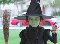 Trucco da strega con semplice volto verde per bambine