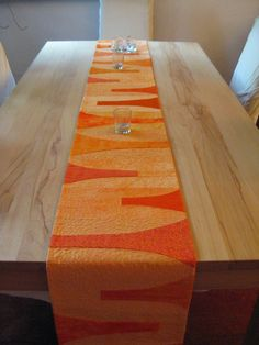 Contemporary quilted table runner by Arlette Schabl at Network Quilters: netties soap: Drei Meter Quillt einmal anders