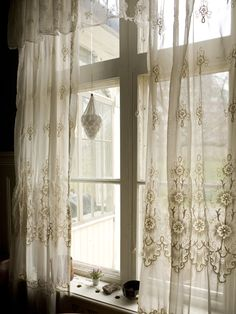 Curtains lace