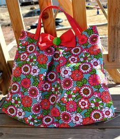 "Free Tote Bag Pattern and Tutorial - ""Tote""ally Cute Tote Bag"
