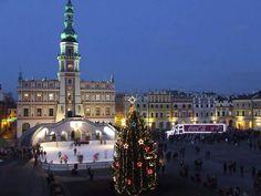 Zamość-Poland [ 17 grudzień 2014 ]przed Ratuszem -jak każdego roku-przygotowano ''lodowisko''dla dzieci m.in,''zacumował''autobus 'Coca-cola'jako także atrakcja dla dzieci,no i-choinka...tylko śniegu brak...''jesień tej zimy''