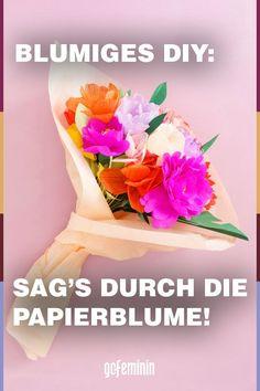 Papierblumen basteln: Anleitung für einen Strauß aus Buchseiten Tutorials, Diy, Paper Bouquet, Old Book Pages, Knit Gifts, Bricolage, Do It Yourself, Homemade, Diys