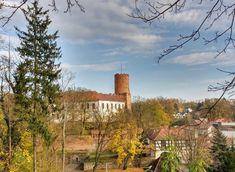 Zamek Joannitów w Łagowie wybudowano w XIV wieku w przesmyku między dwoma jeziorami. Budowniczymi właścicielami zamku był zakon Joannitów, który rozbudowywał zamek aż do XVIII wieku. Joannici utracili zamek w 1810 r. - w wyniku sekularyzacji zamek przeszedł w ręce prywatne. Po IIwś odbudowany, obecn