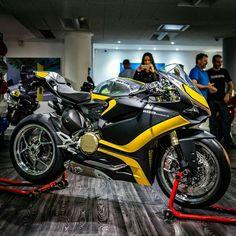 Posting pics of my love for Ducati and the Panigale Superbikes. Ducati Motorbike, Moto Ducati, Ducati 996, Custom Sport Bikes, Custom Motorcycles, Sport Motorcycles, Ducati 1199 Panigale, Speed Bike, Sportbikes