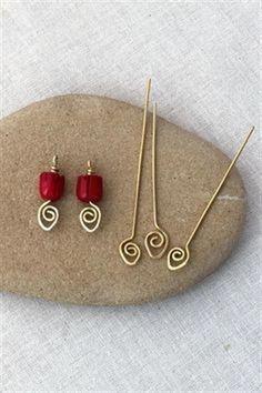 Easy to make decorative spiral headpins - free wire jewelry tutorial #jewelrymakingwire #JewelryIdeas