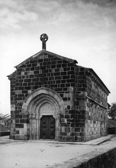 Fachada principal. Fotógrafo: Mário Novais, 1899-1967. Orientador científico: Mário Tavares Chicó, 1905-1966. Data aproximada da produção da fotografia original: 1954.  [CFT015.316.ic]