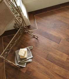 Karndean Da Vinci Arno Smoked Oak RP92 Vinyl Flooring. Love the border next to the wall - looks so classy