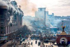 19 февраля, тлеющий Дом профсоюзов. Фото с сайта esquire.ru.