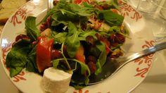 Ensalada de queso con salsa de frutos rojos (cocinada por Eva de Master Chef)