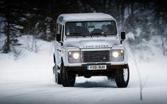 Land Rover Defender vs Dacia Duster   TopGear.nl