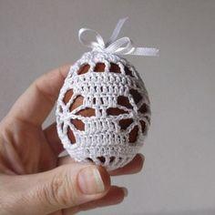 Velikonoce | Návody na háčkované hračky Easter Crochet Patterns, Doily Patterns, Crochet Blanket Patterns, Crochet Doilies, Crochet Flowers, Hand Crochet, Crochet Stone, Crochet Christmas Ornaments, Handbag Patterns