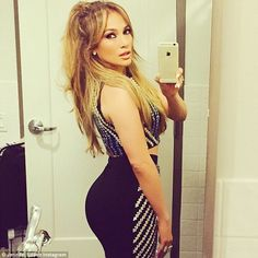 "Jennifer Lopez Thinks She look ""Chunky"" In Selfie Celebrity Selfies, Celebrity News, Hottest Selfies, Celebrity Workout, Celebrity Photos, Jimmy Fallon, Fine Girls, Hot Girls, Hollywood Stars"
