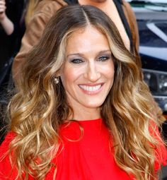 Sarah Jessica Parker Makes a Bold Statement on Her Way Into The Late Show i need this hair ASAP! Hair Styles 2014, Long Hair Styles, Sarah Jessica Parker Lovely, How To Apply Blush, Long Faces, Celebs, Celebrities, Great Hair, Face Shapes
