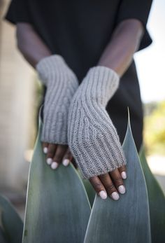 Branching brioche ribs wrap the wrists of these delightful fingerless mitts. With three sizes included in the pattern, they are a wonderful option for gifting and a fun way to learn or perfect your…