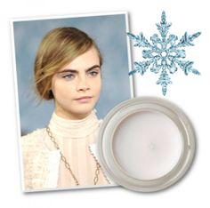 ΚΡΕΜΩΔΗΣ ΣΚΙΑ Τα λευκά βλέφαρα αναδείκνυαν ακόμα περισσότερο το eyeliner στα μάτια των μοντέλων στην πασαρέλα της Tory Burch κι έκαναν όλη τ...