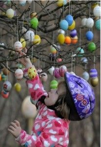 What does your Easter garden wear?  Marvellous Easter gardening includes egg hunts and trees decorated with 10,000 eggs.