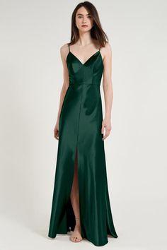 The Jenny Yoo Dina Bridesmaid Dress is a great option! Find Jenny Yoo bridesmaid dresses at Brideside. Emerald Bridesmaid Dresses, Bridesmaid Dress Styles, Satin Dresses, Prom Dresses, Long Dresses, Elegant Dresses, Silk Dress, Sparkly Outfits, Bias Cut Dress
