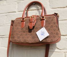 Gold And Brown Luxurious Design. Cheap Purses, Unique Purses, Cheap Handbags, Cute Purses, Handbags Online, Handbags On Sale, Luxury Handbags, Purses And Handbags, Leather Handbags