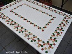 Tampo de mesa em mosaico by ALÉM DA RUA ATELIER/Veronica Kraemer, via Flickr#mosaico #mosaic #decoracao #decor