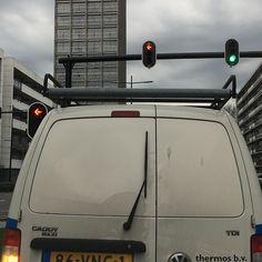 Eh waarom heeft deze auto een ruitenwisser achterop??? #tilburg#ruitenwisser#auto#westpoint#013#ikniesnapnie#mazzel