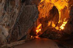 Un pueblo de España al que se llega por una cueva natural (Cuevas del Agua, Ribadesella)