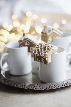 Gingerbread Houses that perch on the edge of your mug // juliettelaura.blogspot.com