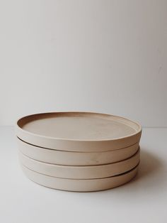 Discover recipes, home ideas, style inspiration and other ideas to try. Ceramic Tableware, Ceramic Bowls, Ceramic Art, Kitchenware, Stoneware, Pottery Plates, Ceramic Pottery, Slab Pottery, Thrown Pottery