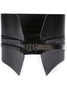 cinturón ancho con detalle de cremalleras