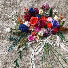 -2016/09/19 월요자수모임 수강생의 거친 내츄럴 린넨 가방~ . . . . .By Alley's home #embroidery#knitting#crochet#crossstitch#handmade#homedecor#needlework#antique#vintage#pottery#flower##ribbonembroidery#quilt#프랑스자수#진해프랑스자수#창원프랑스자수#리본자수#프랑스자수스티치북#자수파우치#자수티매트#자수티코지#자수브로치#자수코사지#진해이동앨리홈#자수소품#손자수#진해창원자수수업#린넨가방#꽃다발자수