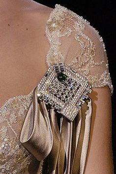 Valentino Spring 2005 Couture Fashion Show Couture Details, Fashion Details, High Fashion, Fashion Show, Womens Fashion, Non Plus Ultra, Valentino Couture, Couture Fashion, Beautiful Outfits
