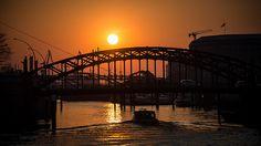 Sonnenuntergang in Hamburg Barkasse unter Niederbaumbrücke No.20150319-SNE_1188