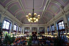 Budapest Nyugati pályaudvar, Railway station - fancy McDonald's