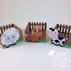 Forminha Cerquinha Fazendinha with assorted farm animals. Cow Birthday, Farm Animal Birthday, Cowgirl Birthday, 2nd Birthday Parties, Farm Animal Party, Barnyard Party, Farm Party, Farm Crafts, Craft Stick Crafts