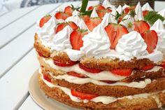 Sommartårta med jordgubbar och italiensk maräng Fluffy Pancakes, Fika, Vanilla Cake, Cheesecake, Sweets, Baking, Desserts, Recipes, Summer Vibes