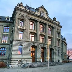 This weekend started out great: A fantastic looking sky - reflected in main building - and spreading into the view that we simply adore. Have a great weekend, dear instas! Best University, Morning View, Bern, Happy Weekend, Maine, Multi Story Building, Sky, Mansions, House Styles
