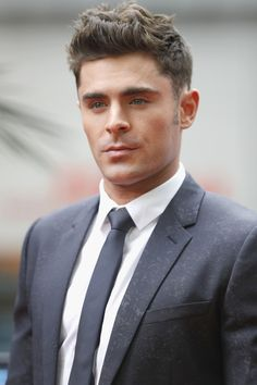 Zac Efron poses at the 'Baywatch' Photo Call at Sony Centre on May 30, 2017 in Berlin, Germany. - 'Baywatch' Photo Call in Berlin