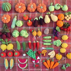 Crochet fruits and vegetables by OlinoHobby. Fruits En Crochet, Crochet Food, Crochet Kitchen, Crochet Crafts, Crochet Projects, Crochet Kawaii, Cute Crochet, Crochet For Kids, Knit Crochet