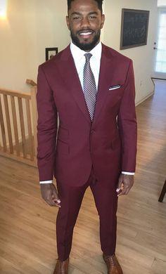 Dark Red Suit, Burgundy Suit, Black Suit Men, Handsome Black Men, Men Wedding Attire Guest, Wedding Men, Wedding Suits, Best Dress For Men, Men Dress