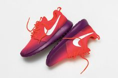Nike Roshe Run - Laser Crimson/White-Bright Grape