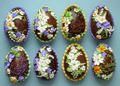 Beautifully decorated chocolate Easter eggs from Wendy Kromer Confections Sugar Eggs For Easter, Easter Peeps, Easter Candy, Easter Treats, Cupcakes, Easter Biscuits, Easter Egg Pattern, Easter Egg Designs, Easter Chocolate