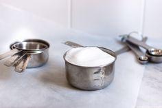 Teaspoons, tablespoons, sticks, ounces of cups naar grammen of milliliters omrekenen: hier vind je alle info die je nodig hebt tijdens het bakken!