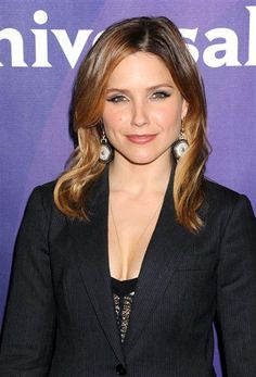 Check out  the #cateye on #SophiaBush! Love. See more #beauty and #makeup on Wonderwall: http://on-msn.com/1lwLvgE