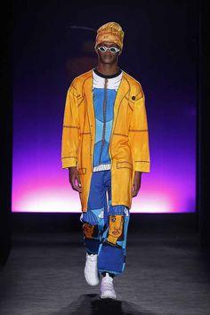 Dinamismo pop en colores y prendas que lucen como recién salidas de un boceto conforman la colección de Krizia Robustella en la semana de la moda de Barcelona